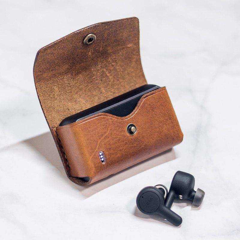掛鉤式可刻名RHA TrueConnect耳機充電盒客制皮革保護套 可掛真皮耳機盒 好好用你喜歡的顏色皮革保護你的無線耳機充電倉,防滑倒地,還可以扣在包包或手帶。 免費印字客製服務,把最別的禮物,送給