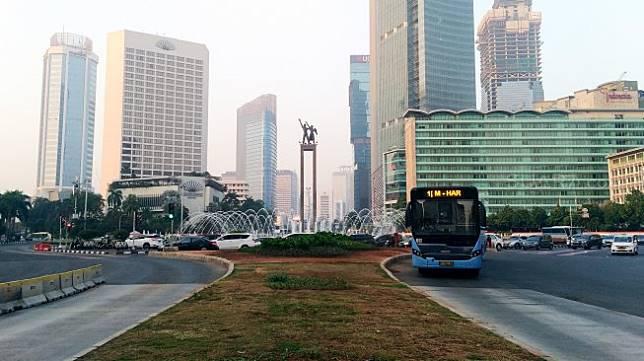 Suasana di kawasan Bundaran HI, Jakarta, Kamis (18/7). [Suara.com/Oke Atmaja]