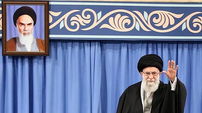 Ayatollah Ali Khamenei Sebut Donald Trump Badut