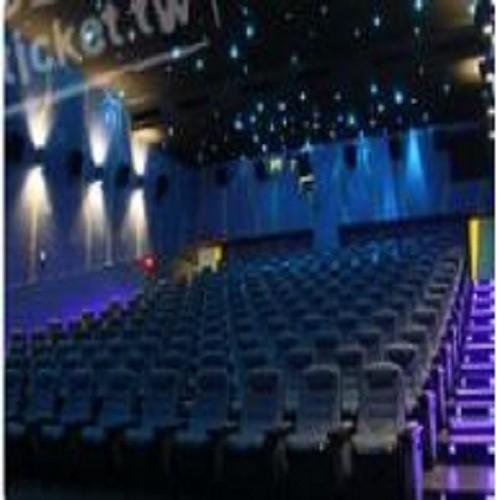 日新大戲院創立至今已有五十年了,早期戲院受限於建築年代久遠,無法符合公共安全需要,八十七年日新戲院斥資數億元全面改善內部設施,並重建至十樓層,是台中市最高樓層電影院。 日新戲院最早稱為「中華戲院」建於