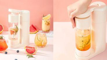 全球最美迷你氣泡機drinkmate G258 Mini,台灣獨家色開賣!「超迷你、免插電,露營、野餐也能喝到冰涼氣泡水,馬卡龍色機身超可愛~」