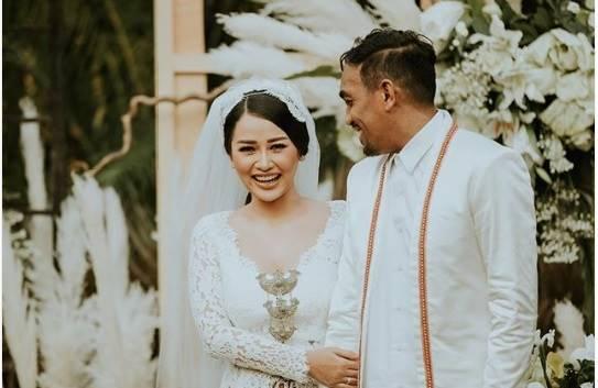 Pertama Kali,  Mutia Ayu Posting Foto Pernikahan dengan Glenn Fredly