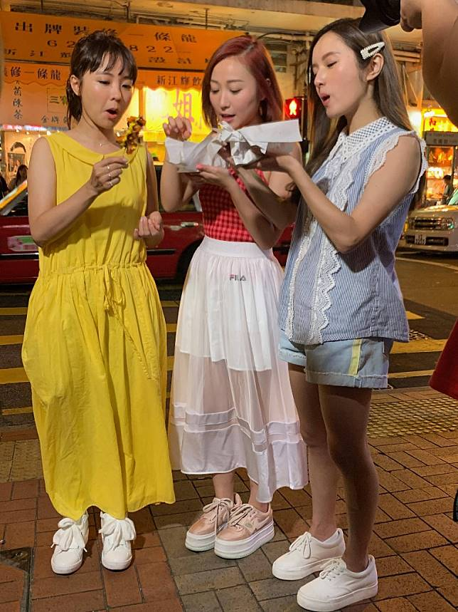 糖妹(左起)、黃美棋同鄺潔楹三個為節目犧牲大喇~