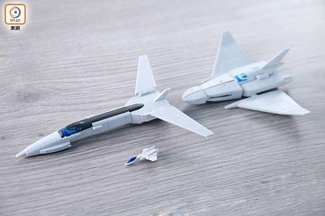 地球防衞軍超級戰鬥機Crusher 1號、2號及3號,可3機合體為Cosmo Crusher。(胡振文攝)