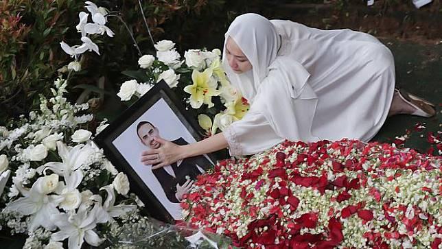 [Fimela] Potret Pemakaman Ashraf Sinclair