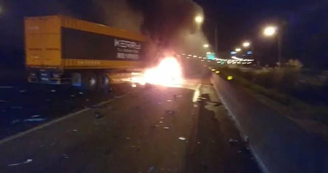 國道「貨櫃撞聯結」火燒車!2歲女童和母燒成焦屍