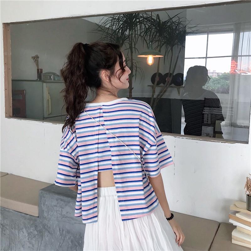 【現貨】小心機後背開叉露背短款t恤 短袖寬松T恤 97336 韓版彩色條紋上衣短版上衣 閨蜜裝 女生衣著