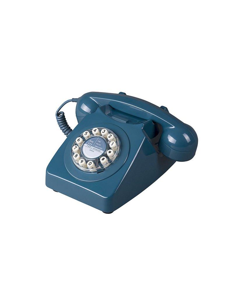 746復古電話最早是1967年時由英國郵政總局所設計而成,Wild & Wolf為了紀念該款英國指標電話,再度生產該款復刻電話,並將撥盤改良為方便的按鍵,但仍保留明亮的顏色搭配與經典的復古曲線,這款美