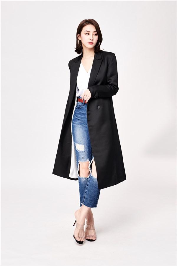 長袖外套;長版;附口袋;腰身剪裁;正面單釦設計;袖口處四排釦設計;無彈性。