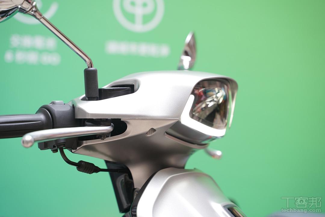 頭燈位置不再位於前斜板,並且改善光型。