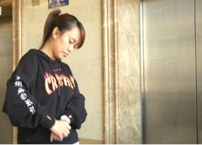 Posisi tidur Zhang membuatnya terkena penyakit mematikan (viral4real)   Artikel ini telah tayang di Tribunstyle.com dengan judul Berbulan-bulan Tidur Siang di Meja, Wanita Ini Kena Penyakit Mematikan, Posisinya Jadi Tanda Bahaya, http://style.tribunnews.com/2018/04/23/berbulan-bulan-tidur-siang-di-meja-wanita-ini-bangun-dengan-mati-rasa-posisinya-jadi-tanda-bahaya?page=all&_ga=2.196849448.500388718.1524455517-1901692863.1521611343. Penulis: Yohanes Endra Kristianto Editor: Yohanes Endra Kristianto