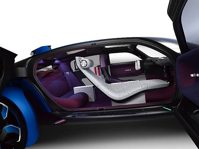 前後排座椅共有3種不同類型,駕駛席包覆性極高,助手席採用的貴妃椅般的設計,後排則以雙座位梳化設計。(互聯網)