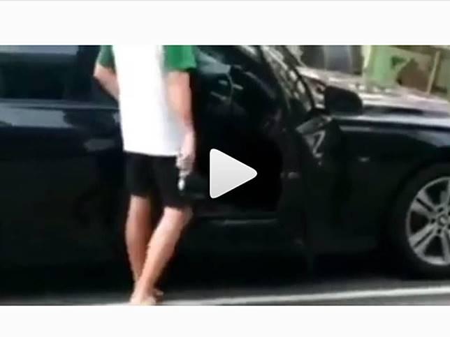 Pengemudi BMW todongkan pistol