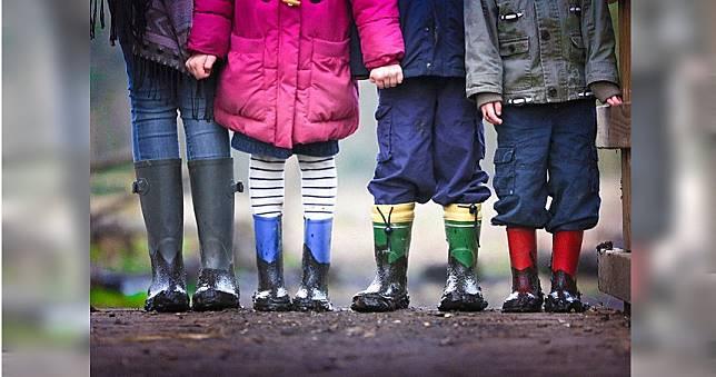 5歲女童遭男同學「當眾指侵」 因年紀小罰不到父怒請願