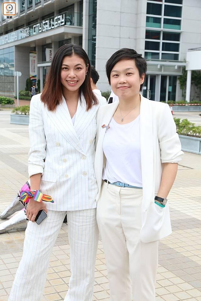 王曼喜(左)首次與另一半Anne一齊出席活動。
