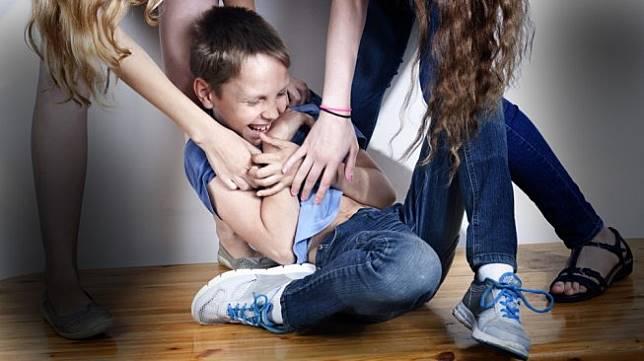 Waduh, Menggelitik Anak Secara Berlebihan Bisa Berbahaya?