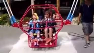 這段影片讓你永遠不會想再搭乘遊樂園的彈跳椅!