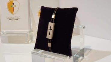 聖靈充滿!宏碁集團推出一卡通十字架,內建業界最小 3D NFC