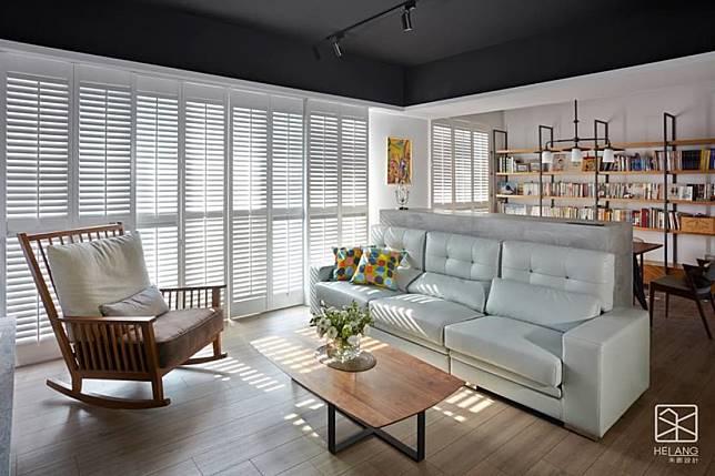 沙發區與書房空間