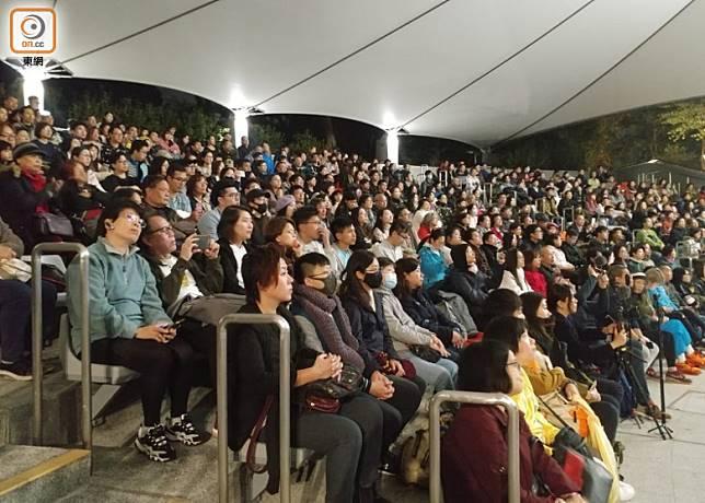 大批市民到場觀賞。(馬竟峯攝)