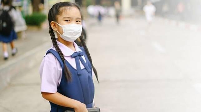 Ilustrasi anak ke sekolah di tengah pandemi Covid-19. (Shutterstock)