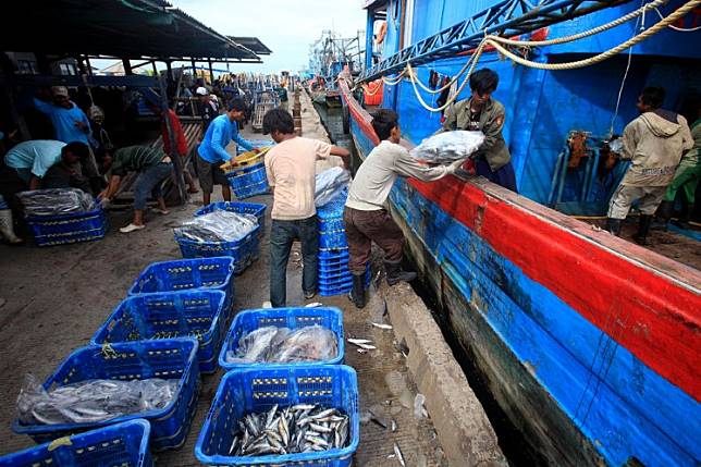 Workers move crates of fish during an auction in Muara Angke fishing port in North Jakarta in 2013.