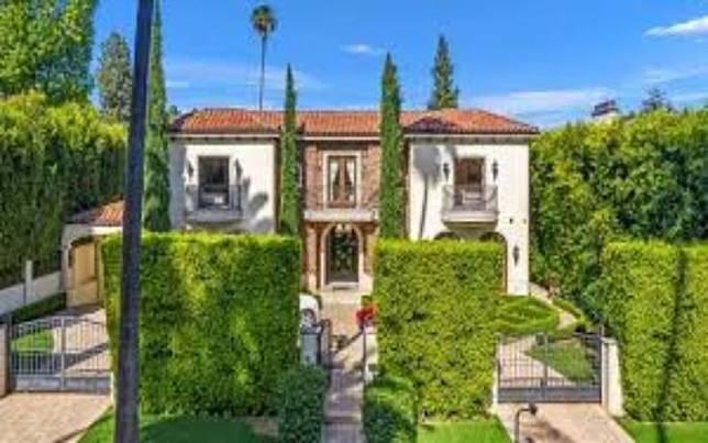 Rumah di Beverly Hills yang dilengkapi dengan fasilitas mewah terpaksa dijual, karena dampak dari virus corona (Covid-19)./Business Insider