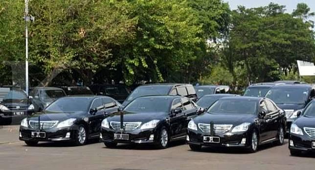 Mobil dinas lama Menteri Jokowi, Toyota Crown Royal Saloon