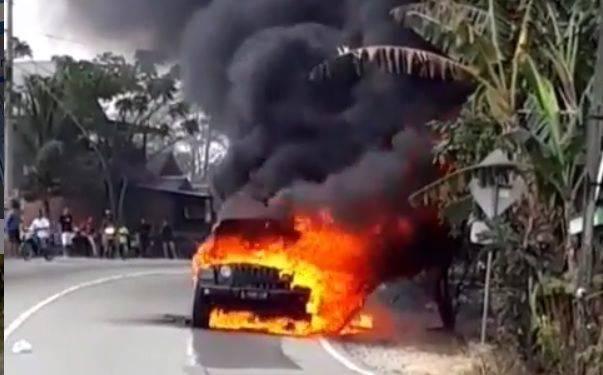 Jeep Rubicon Terbakar di Samarinda, Kalimantan Timur, Sabtu (21/9/2019)