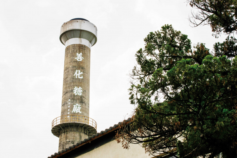 已運轉上百年的「善化糖廠」,與位於雲林縣的「虎尾糖廠」,是台灣目前唯二仍持續生產蔗糖的糖廠。(圖/宋岱融攝)