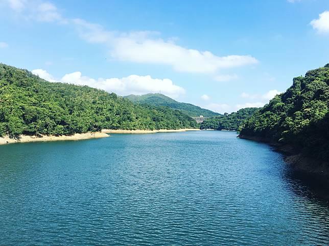 雖然水塘們以九龍為名,但根據地理位置來說則屬新界沙田區。九龍副水塘乃承接九龍水塘所擴建的貯水庫,於 1931年完工,為當年人口不斷增加的香港市民提供用水。