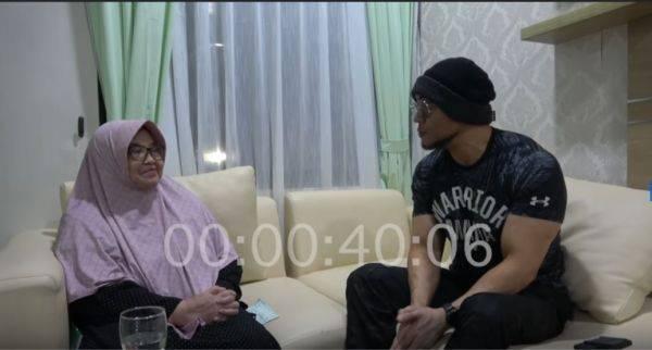 Wawancara yang dilakukan Deddy Corbuzier (kanan) dengan Siti Fadilah Supari.
