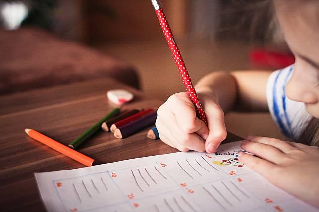 ▲有媽媽分享了自己小一兒子的功課習作簿,透露每次看兒子寫作業都要繃緊神經,因為處女座兒子的固執與龜毛真的好嚴重,讓網友笑翻。(示意圖,非當事人/翻攝自 Pixabay )