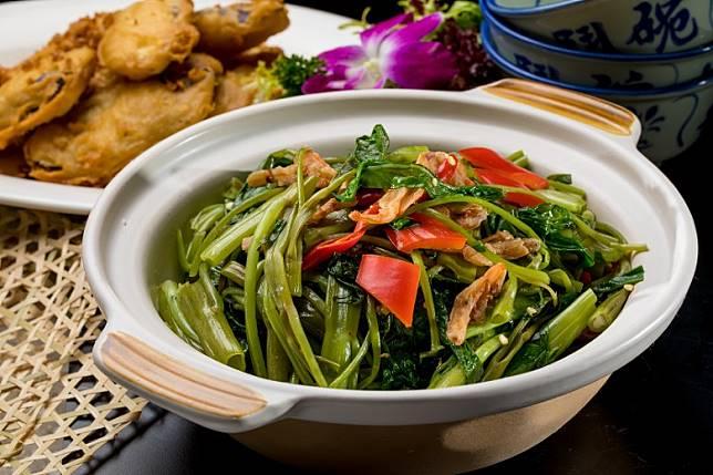 綠色食物有助肖蛇者帶來財運,如飛天通菜煲便有助避免小病痛兼帶來財運。(互聯網)