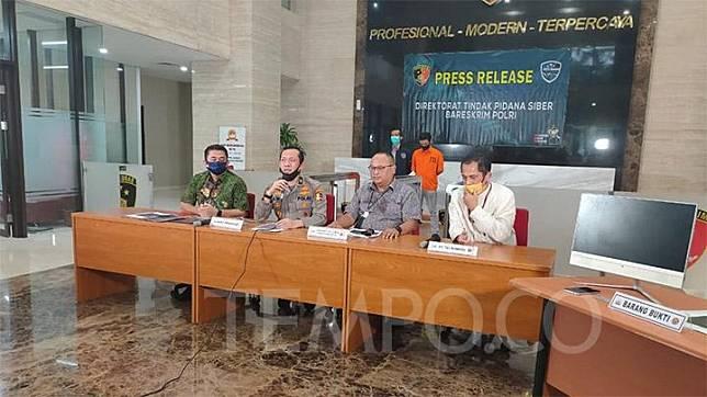 Direktorat Tindak Pidana Siber Bareskrim Polri menggelar konferensi pers terkait penangkapan FPH, karyawan Telkomsel, yang diduga membocorkan data pribadi Denny Siregar kepada akun Twitter Opposite6890. Jakarta, 10 Juli 2020. TEMPO/Ahmad Faiz