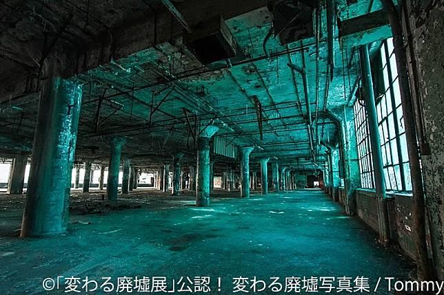 廢置的工廠加上特別燈光照明,竟然散發着科幻的感覺。(互聯網)