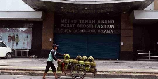Pusat Perbelanjaan di Jakarta Sepi Akibat Corona. ©2020 Liputan6.com/Helmi Fithriansyah
