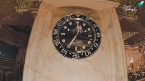 Jam Rolex yang dijadikan sebagai jam dinding. Foto : youtube/ceritauntungs