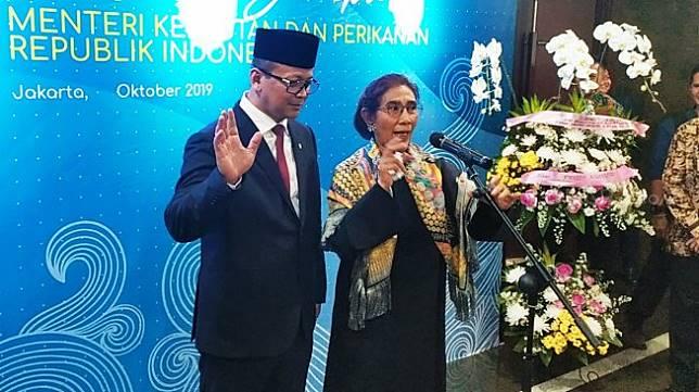 Menteri Kelautan dan Perikanan (KKP) Edhy Prabowo dengan Eks Menteri KKP Susi Pudjiastuti. (Suara.com/Tyo)