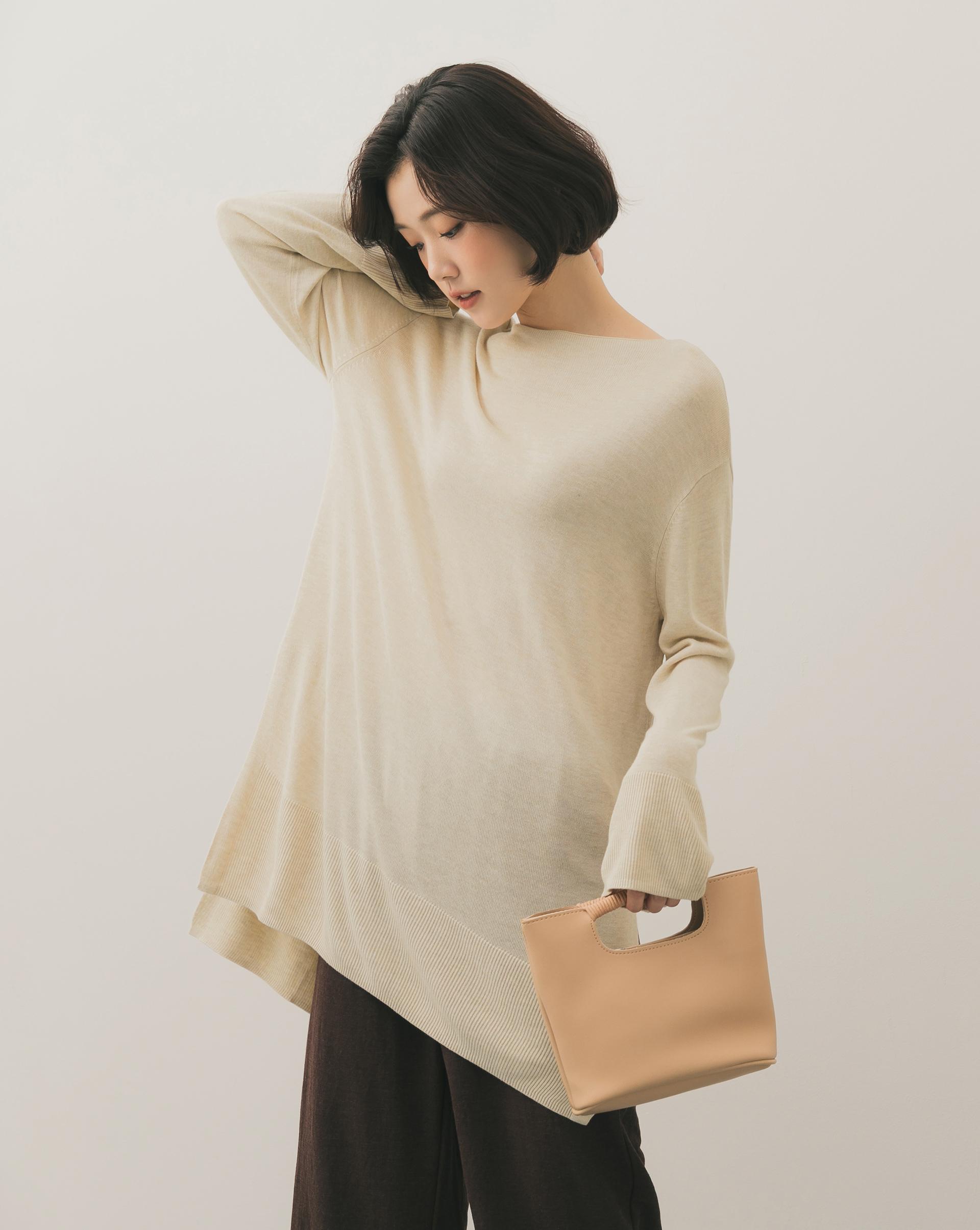 極柔軟的針織面料/左右兩側有大開衩/下擺及袖口有羅紋設計/布料輕薄不悶熱淺色建議搭背心或淺色內衣