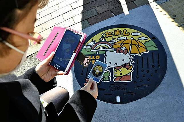 ฝาท่อลาย Hello Kittyศิลปะบนพื้นถนนของญี่ปุ่น ที่น่ารักจนฉุดไม่อยู่