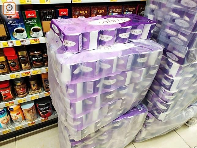 其他廁紙被送到超市。(吳建明攝)