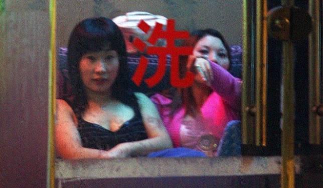 Escort girls in Golmud