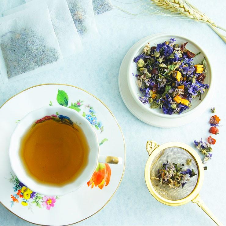 ★產品名稱 : 《羅馬假期-心馳神往茶》[散茶50g] - 意境:具有特殊的異國風情,舒緩過度緊繃的心情,讓內在天真、好奇的一面出來遛達遛達~ ★天然複方花果茶 - 【SolarBee巧食光】依每款茶