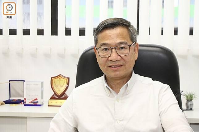 香港汽車工業學會會長李耀培博士指出,遇上神志不清的司機,佩戴安全帶才是上策。(蔡浩文攝)