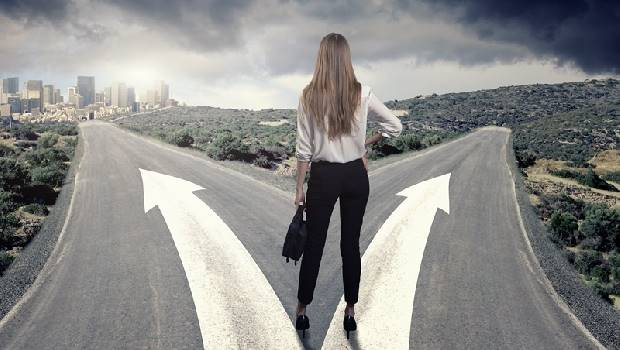 人生每次選擇都是豪賭!進修、結婚、換工作...其實等越久,你越找不到答案