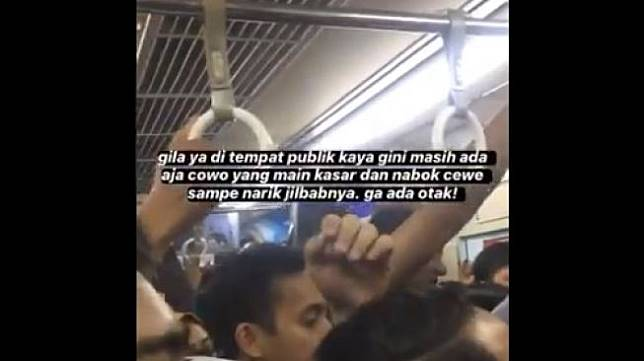 Aksi penganiayaan di dalam gerbong KRL rute Bogor (Twitter)