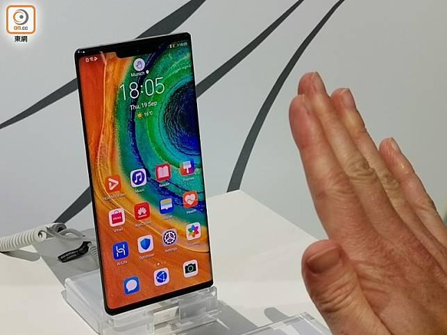 當手機辨識到手掌時,畫面上方會彈出手掌圖示並啟動凌空手勢功能。(林子聰攝)