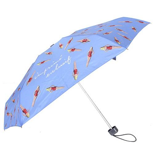 ●簡約風格、自我主義 ●時尚必備、實用典雅 agnes b. 不同於一般絢麗明豔的法國時尚,簡約風格讓人著迷,展現品牌品味不凡的時尚特質. 商品品牌:agnes b. 商品尺寸:傘長約54cm/外傘面