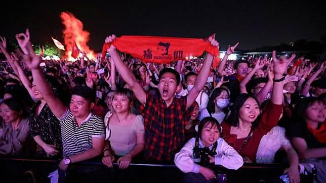 Puluhan Ribu Orang Berpesta di Festival Musik Wuhan, Bahkan Ada Yang Tak Pakai Masker